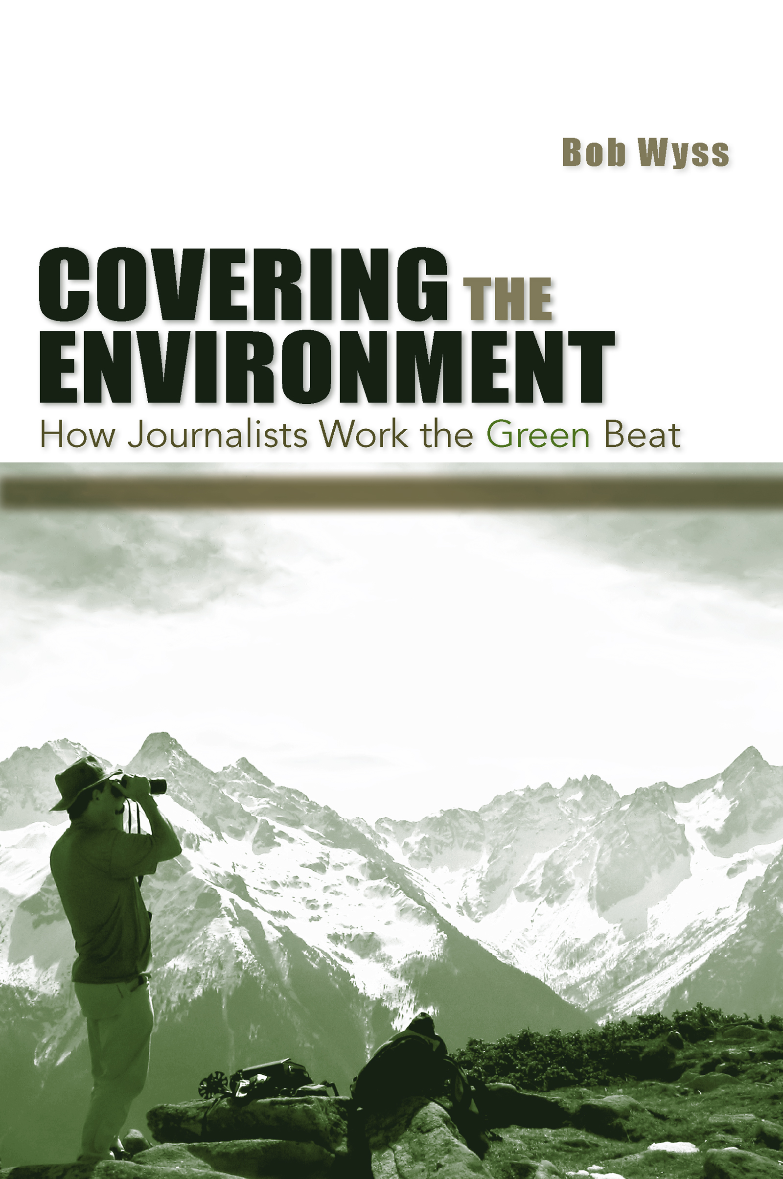 Covering the Environment: How Journalists Work the Green Beat (Paperback) book cover