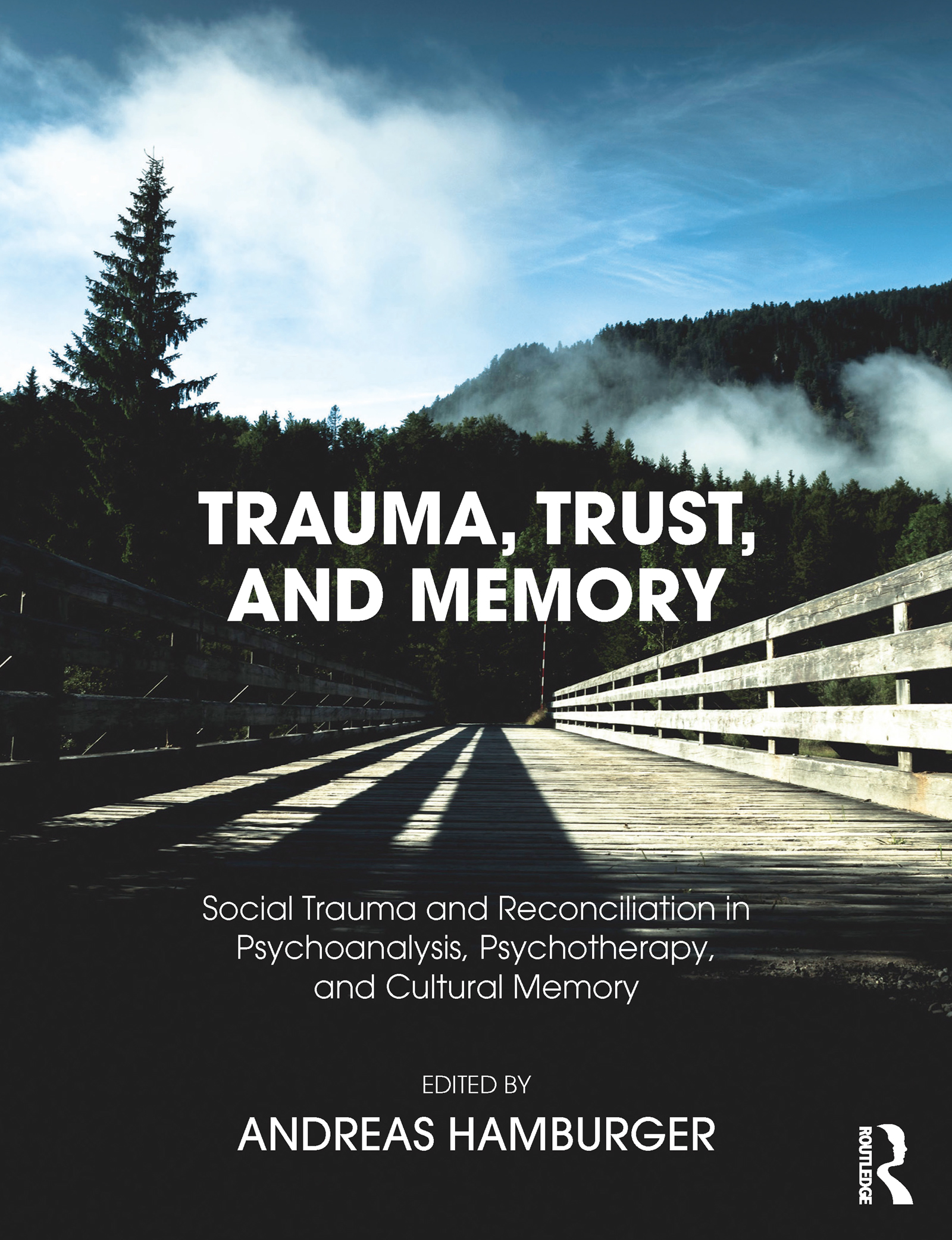 Scenic re-enactment in Holocaust testimonies: scenic-narrative microanalysis and grounded theory
